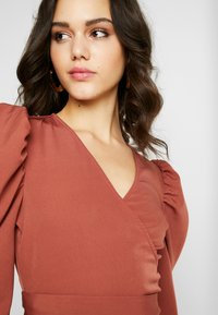 Missguided - PUFF SLEEVE WRAP CROP - Blouse - rust - 3