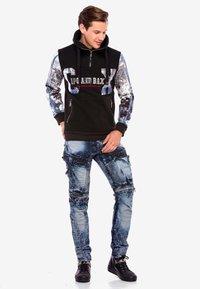 Cipo & Baxx - COOLER WASCHUNG UND ZIERNÄHTEN - Straight leg jeans - blue - 1