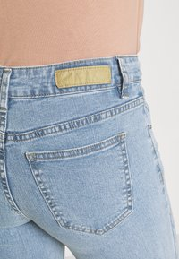 Cotton On - MID RISE CROPPED - Jeans Skinny Fit - flynn blue - 3