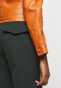 Victoria Victoria Beckham - PANNEL JACKET - Leather jacket - congac brown - 6