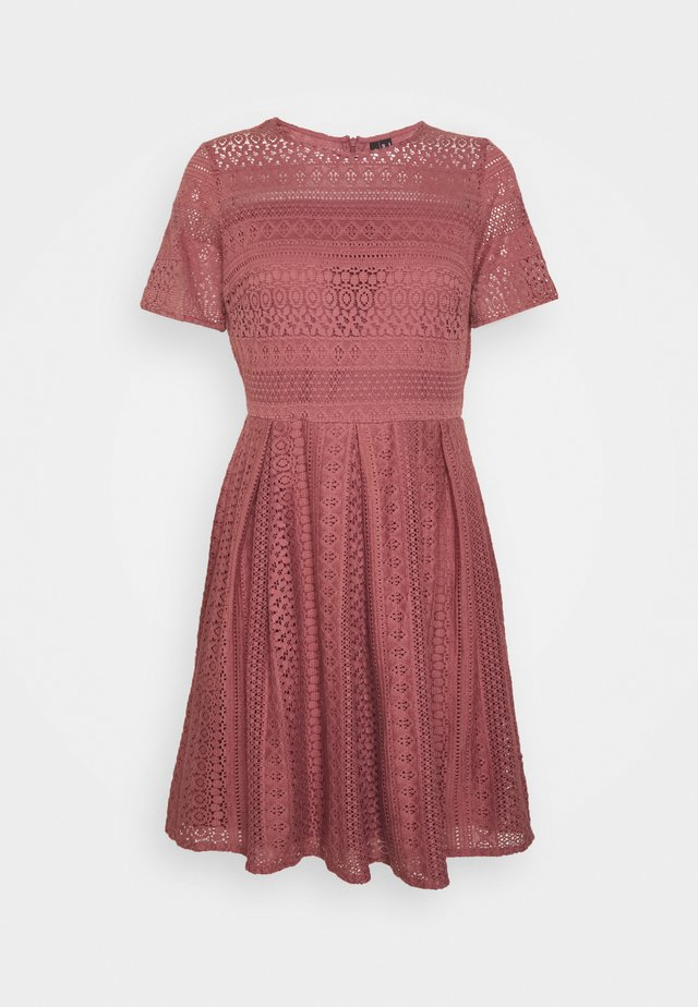 VMHONEY PLEATED DRESS - Day dress - rose brown