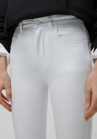 PULL&BEAR - Flared Jeans - white - 3
