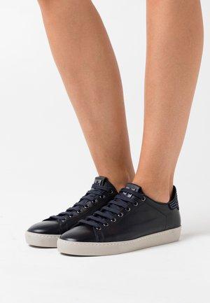Sneaker low - ocean