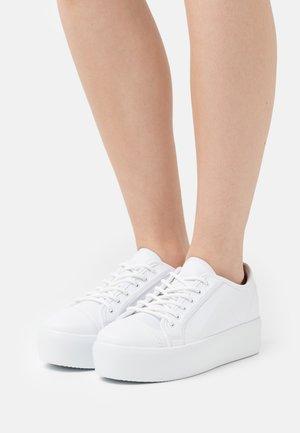 HIGH BALANCED  - Trainers - white