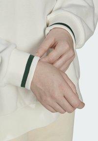 adidas Originals - TENNIS LUXE GRAPHIC SWEATER ORIGINALS PULLOVER - Sweatshirt - off white - 5