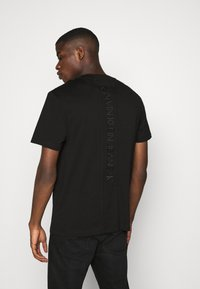 Calvin Klein Jeans - FASHION TEE - Print T-shirt - black - 2