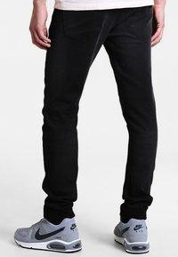Only & Sons - ONSLOOM JOG - Slim fit jeans - black - 2