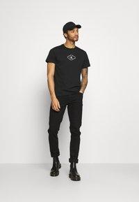 Calvin Klein Jeans - MONOTRIANGLE TEE - Print T-shirt - black - 1