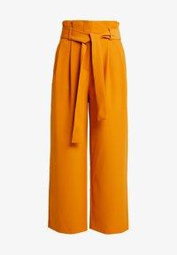 Vila - Spodnie materiałowe - golden oak - 3