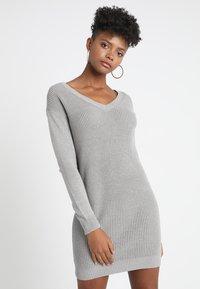 Object - OBJDEAH DRESS - Pletené šaty - light grey melange - 0