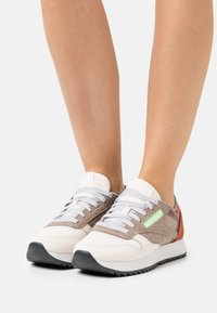 Reebok Classic - CLASSIC RIPPLE - Baskets basses - ceramic pink/boulder grey/twisted coral - 0