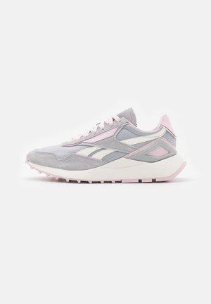 CL LEGACY AZ - Sneakersy niskie - pure grey/chalk/frost berry