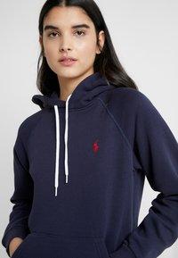 Polo Ralph Lauren - LONG SLEEVE - Bluza z kapturem - cruise navy - 5