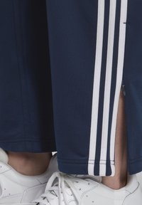 adidas Originals - FIREBIRD TRACKSUIT BOTTOMS - Träningsbyxor - blue - 5