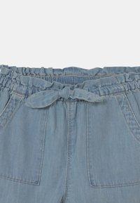 GAP - TODDLER GIRL  - Relaxed fit jeans - light-blue denim - 2