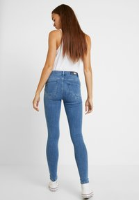 ONLY - ONLPOWER MID PUSH UP - Jeans Skinny Fit - light blue denim - 2