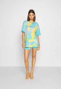Missguided - COORD AND CYCLE TIE DYE SET - Shorts - blue - 1