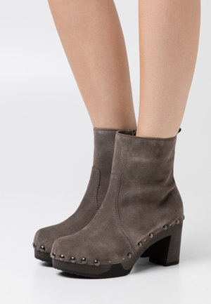 Platform ankle boots - dark grey