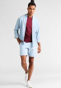Pier One - Basic T-shirt - bordeaux - 1