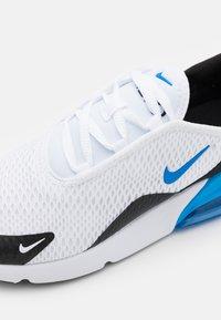 Nike Sportswear - AIR MAX 270 UNISEX - Sneakers laag - white/signal blue/black - 5