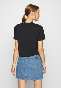 Calvin Klein Jeans - LOGO PIPING CROPPED TEE - Print T-shirt - black - 2