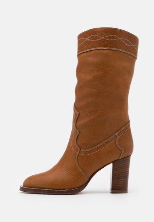 ROJA  - Vysoká obuv - saratoga