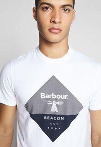 Barbour Beacon - DIAMOND TEE - T-shirt med print - white - 4