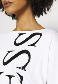 Guess - KAROLINA - T-shirt à manches longues - true white - 5