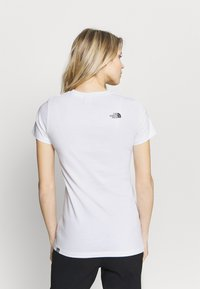 The North Face - EASY TEE - Print T-shirt - white - 2