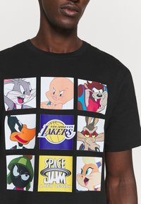 Outerstuff - NBA LOS ANGELES LAKERS SPACE JAM TUNE ZOOM TEE - Print T-shirt - black - 5