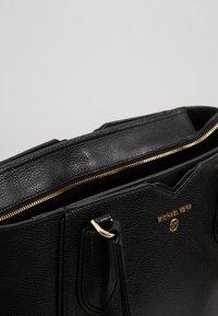 MICHAEL Michael Kors - MAE TOTE MERCER PEBBLE - Handbag - black - 4