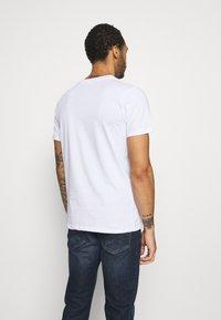 Jack & Jones PREMIUM - JPRBLAJAKE TEE CREW NECK - T-shirt med print - white - 2
