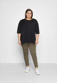 Noisy May Curve - NMHAILEY - Basic T-shirt - black - 1