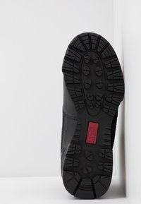 Hi-Tec - MAGNUM CLASSIC MID - Hiking shoes - black - 4