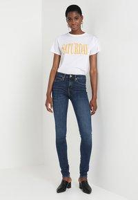 Calvin Klein Jeans - CKJ 011 MID RISE SKINNY  - Jeans Skinny Fit - amsterdam blue mid - 2