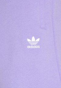 adidas Originals - ESSENTIAL UNISEX - Short - light purple - 2