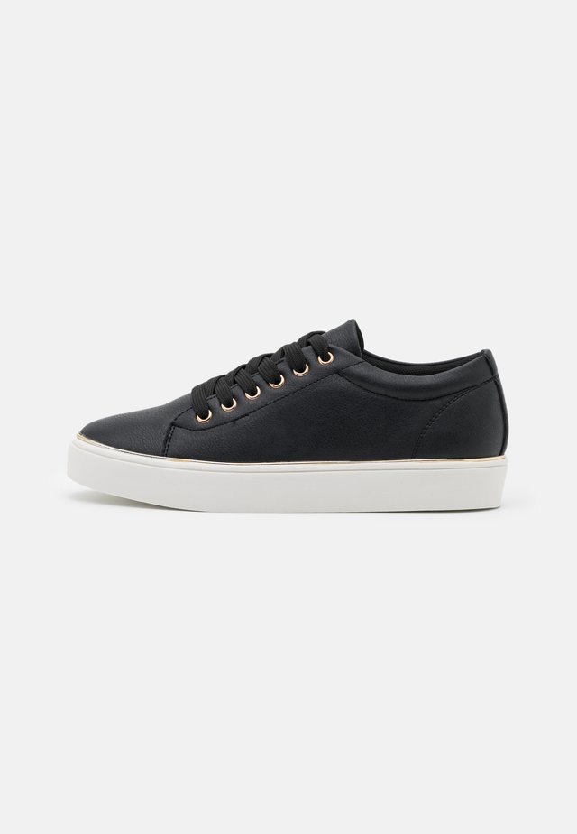 TWIST DETAIL LACE UP TRAINER - Sneakers basse - black