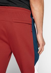 Nike Sportswear - Spodnie treningowe - university red/white - 3