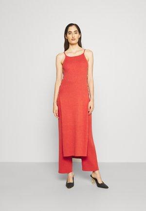 JAMMY DRESS - Strikket kjole - jasper