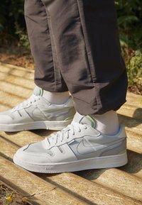 Nike Sportswear - SQUASH TYPE - Sneakers laag - summit white/white/black/vast grey - 2