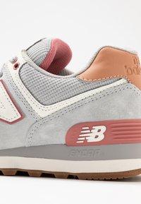 New Balance - WL574 - Zapatillas - grey/pink - 2