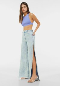 Bershka - WIDE LEG - Flared Jeans - light blue - 1