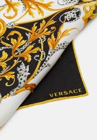 Versace - BANDANA - Foulard - bianco/nero/oro - 3