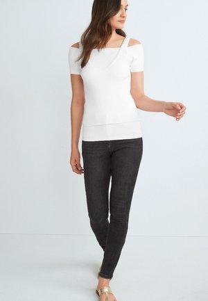 BARDOT MOCK LAYER  - Print T-shirt - white