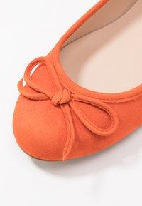 Brenda Zaro Wide Fit - WIDE FIT CARLA - Ballet pumps - naranja tostado - 2