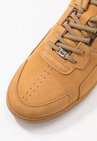 Nubikk - YUCCA CANE  - Sneakers basse - wheat - 5