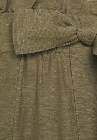 ONLY - ONLSMILLA VIVA LIFE LONG BELT  - Shorts - covert green - 6