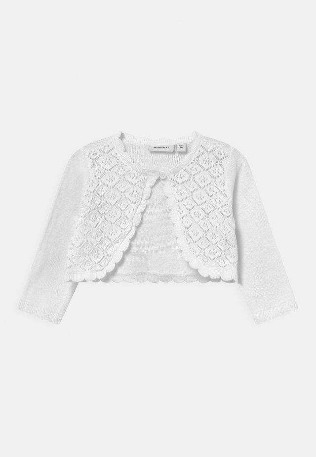 NBFFILEA BOLERO - Strickjacke - bright white
