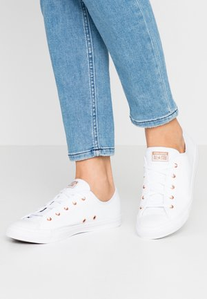 CHUCK TAYLOR ALL STAR DAINTY - Sneakersy niskie - white