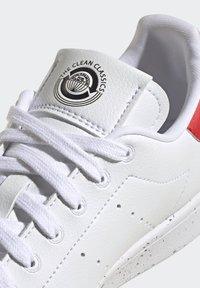 adidas Originals - STAN SMITH - Trainers - ftwr white ftwr white red - 9